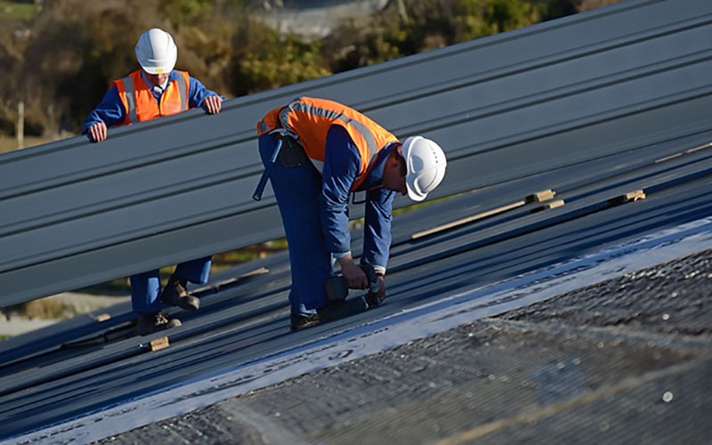 Expert roofing contractor installing a commercial roof in Franklin, TN
